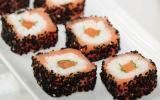 Maki sushis de saumon au saumon