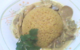 Riz accompagné de poulet émincé à la sauce aux champignons
