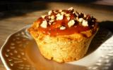 Cupcakes poires cannelle, glaçage caramel et éclats de noisettes