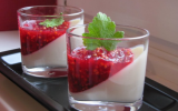 Panna cotta à la vanille et sa compotée de fruits rouges