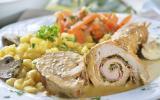 Roulés de poulet aux poireaux, jambon et petits légumes