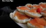 Mini faluches au saumon fumé, sauce fromage blanc
