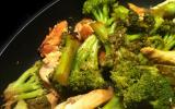 Poulet et brocolis sautés au sésame