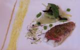 Filet de rouget vapeur, méli-mélo de légumes, crème de pois chiches et réduction orange / olive