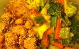 Bento au poulet miel-soja et ses légumes croquants glacés sucrés, mangue et vermicelle de riz