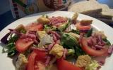 Salade aux lardons et croutons ailés