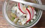 """Petite salade toute fraîche à la Fourme d""""Ambert, fèves, radis et sirop d""""érable"""