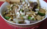 Nouilles sautées au bœuf et aux oignons, saveur teriaki
