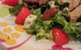 Salade d'agneau aux fraises, roquefort et noix de pécan