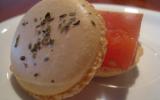 Macarons à la gelée de tomate et basilic