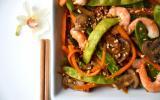 Wok de légumes croquants et crevettes à l'asiatique saveur cacahuète