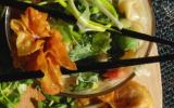 Soupe asiatique aux deux raviolis
