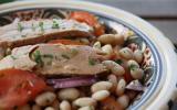 Salade de haricots blancs et tomates à l'émincé de thon