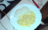 Curry de poulet à la banane et aux oignons
