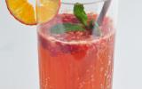 Cocktail au cidre, à la mandarine Napoléon et aux framboises