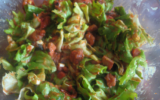 Salade aux tomates chaudes