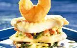 Millefeuille de merlu et gambas à la crème d'ail
