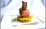 Carré d'agneau en croûte d'herbes, rösti de pommes de terre, sauce champignons