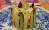 Charlotte d'asperges et surimi au basilic, vinaigrette à l'orange