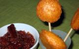 Sucettes de fromage de biquette, chutney d'automne pommes-figues aux épices