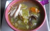 Bouillon de poule aux légumes et vermicelles parfumé à la citronnelle