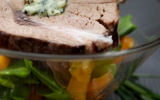 Transparence d'épaule d'agneau farcie à la Fourme d'Ambert, vinaigrette à la mangue et son ragoût de légumes printaniers