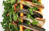 Tarte au maquereau, salade de pissenlits aux lardons