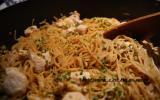 Nouilles sautées au poulet et au gingembre