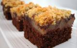 Carrés de moelleux choco-poires, ganache de chocolat noir et crumble aux amandes