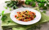 Penne rigate aux légumes méditerranéens et herbes fraîches