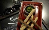 Petits gressins aux olives et pesto de persil