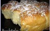 Marzipan-Buchteln ou petite brioche fourrée à la pâte d'amande
