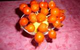 Présentoir de chupachups de tomates cerise caramélisées