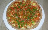Tarte au thon et tomates sur un lit de courgettes