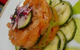 Tartare de saumon frais sur lit de carottes et courgettes