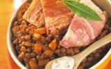 Poitrine de porc rôtie, sauce bleu et lentilles