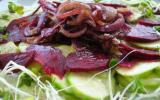 Carpaccio betteraves courgettes aux oignons rouges caramélisés