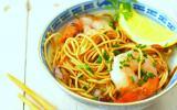 Bouillon asiatique de nouilles chinoises aux crevettes