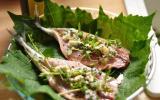 Maquereaux au Roquefort en papillotes de feuilles de vigne