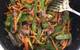 Wok de bœuf sauté aux légumes, sauce aigre douce