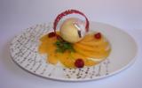 Mousse de melon à la verveine, sur un capaccio de melon au sirop  de meil de framboisier et poivre Malabar, tuile au jus de framboise