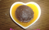 Mini coeur moelleux au chocolat sur son coulis de mangue