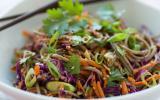Wok de nouilles soba aux légumes