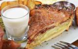Quiche au lard fumé, oignons et fromage
