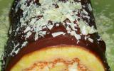 Roulé fourré mascarpone-chocolat blanc-orange, glaçage au chocolat noir