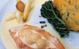 """Radeau de saumon et de saint-jacques aux asperges meunières, ragoût de barbes à la fourme d""""ambert"""