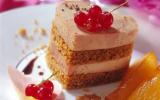 Mille-feuilles de foie gras au pain d'épice et sa vinaigrette aigre douce, poires caramélisées et confit d'oignons de Trebon au Madiran