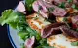 Salade d'Agneau, Halloumi, Roquette et Poivrons Grillés