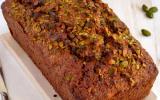 Cake aux courgettes, chocolat noir & pistaches