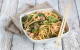 Nouilles chinoises sautées courgettes et saumon